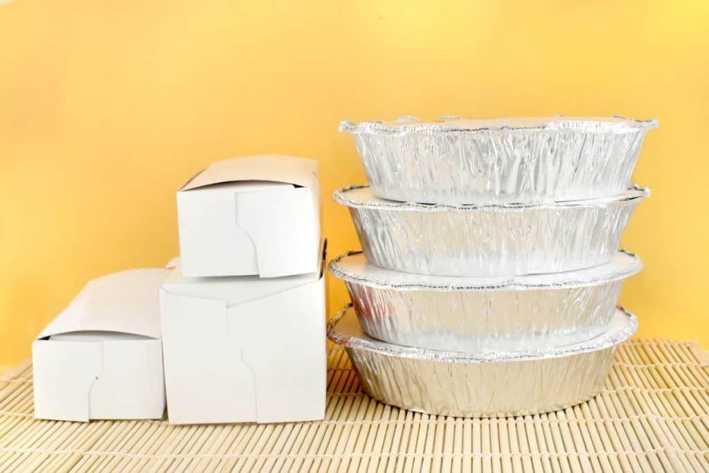 takeout dinner containers